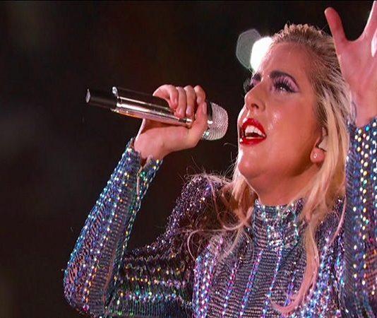Lady Gaga Super Bowl 2017 esibizione memorabile seguita dall'annuncio del Word Tour: info e date italiane